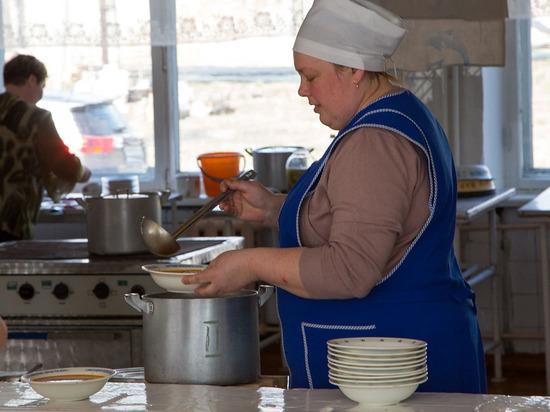 Педагог оценила предложение екатеринбургского депутата отменить бесплатное питание первоклашек