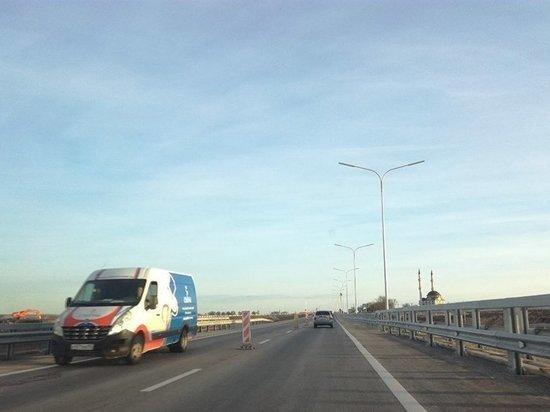 В Симферополе по дороге Дубки-Левадки помчались первые автомобили