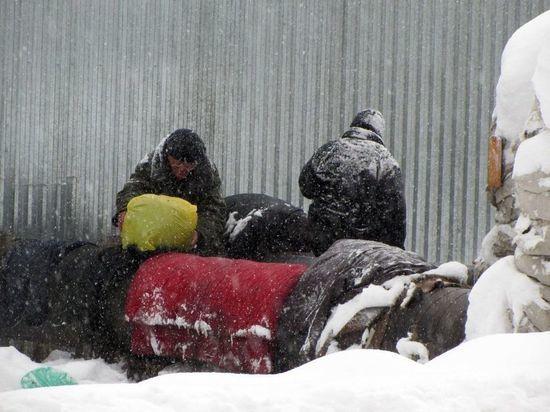 Как переживают морозы бийские бомжи