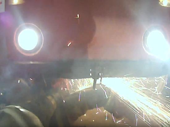 Муниципальные спасатели Новосибирска вытащили женщину из-под трамвая