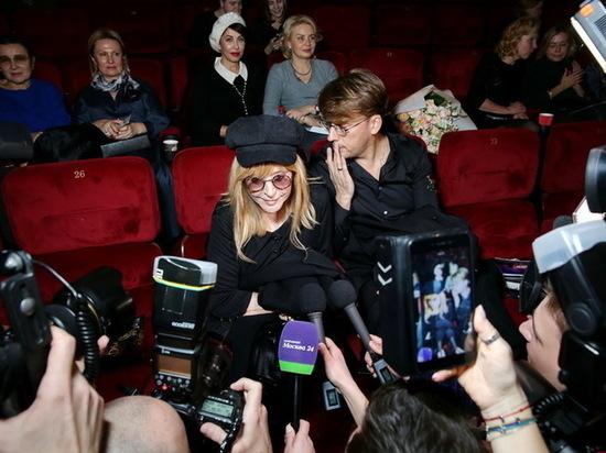 Вместо похорон Децла Пугачёва отправилась на премьеру фильма