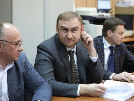 Сенатор Арашуков наконец перестал улыбаться