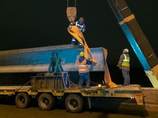 На Первомайском мосту в Брянске смонтировали первую балку