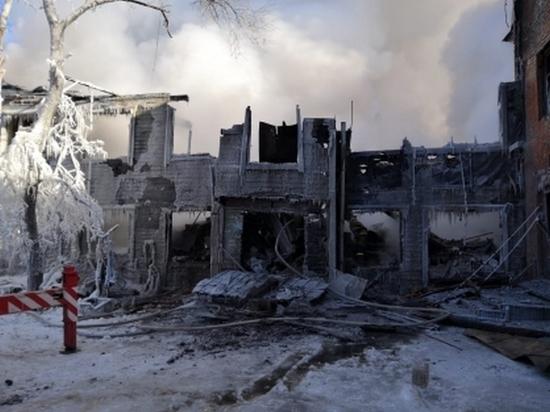 Гибель двух людей во время пожара расследуют в Хабаровске