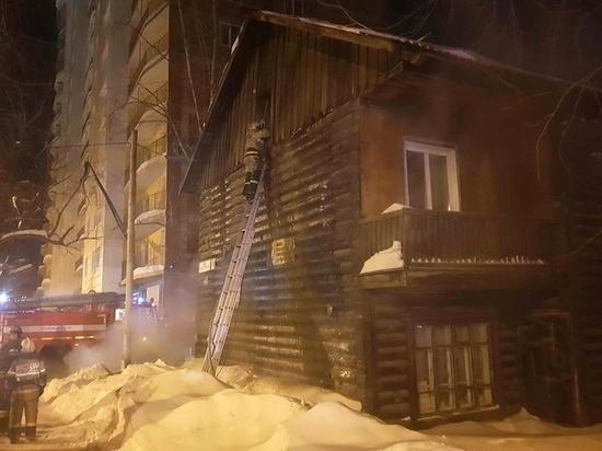 В Томске при пожаре в деревянном доме погибло двое человек