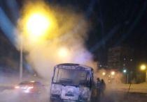 Автобус с 30 пассажирами сгорел после ДТП в Новокузнецке