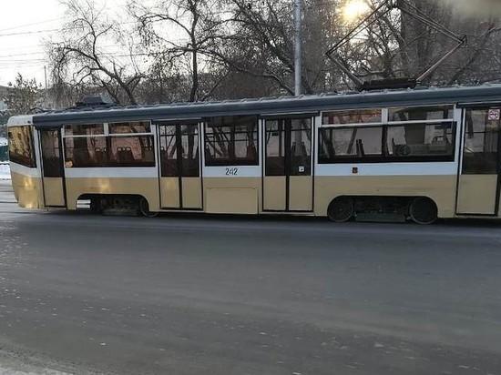 На улице Тимирязева в Иркутске у трамвая отвалилось колесо