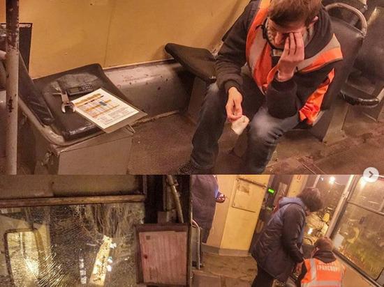 Водитель краснодарского трамвая серьёзно пострадал от брошенного в окно камня