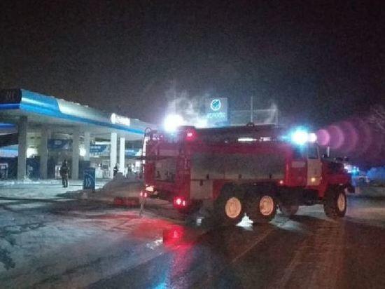 На новосибирской АЗС вспыхнул автомобиль