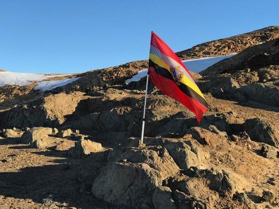 Флаг Курской области, побывав в Антарктиде, вернулся на родину