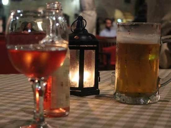 «Смешивание» вина и пива не влияет на похмелье, показало исследование