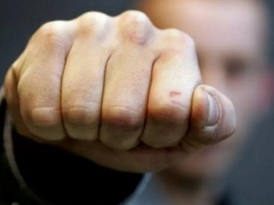 В Чувашии пьяный посетитель избил работницу кафе и полицейского