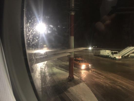Самолет компании «Ямал» врезался в столб из-за гололеда в Домодедово