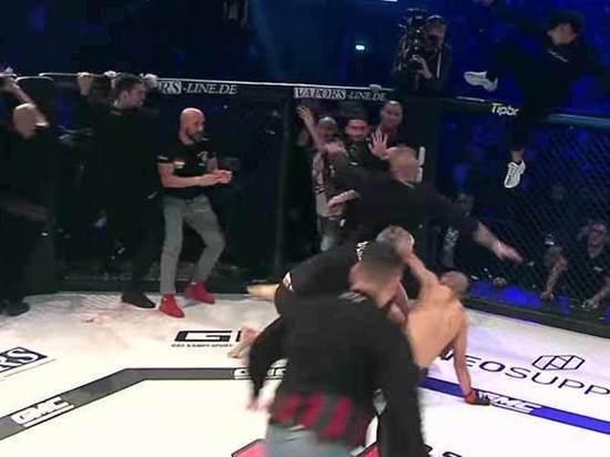 Массовой дракой закончился турнир по MMA в Германии