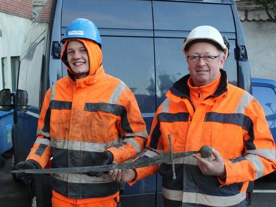 В Дании водопроводчики случайно нашли средневековый меч
