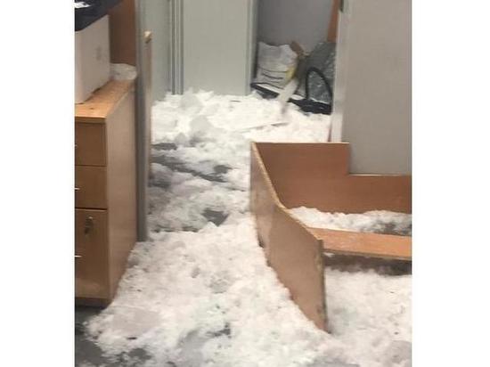 В Выборге на сотрудниц МФЦ рухнула стеклянная крыша