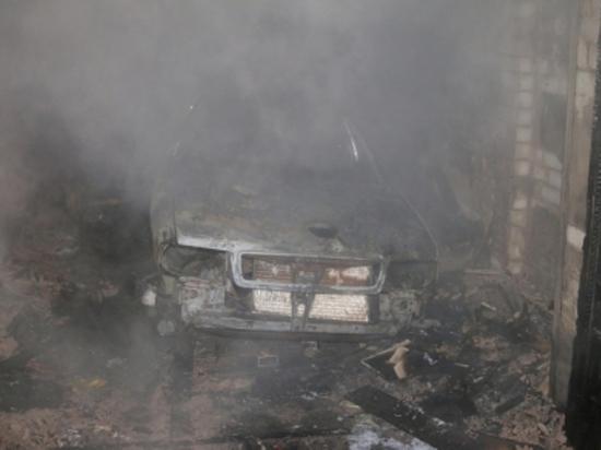 Пожар в смоленском гараже уничтожил Ауди