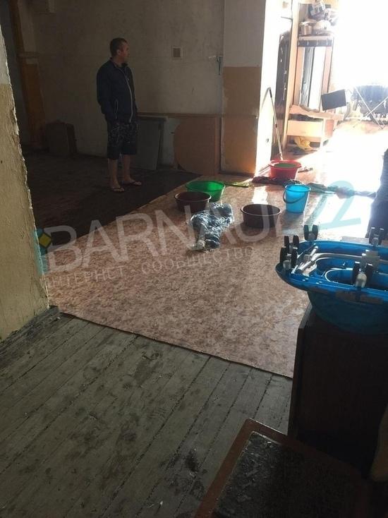 Лопнувшие батареи заливают дом в Барнауле