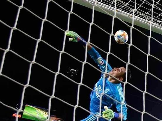 Футбол: мадридское дерби завершилось скандалом