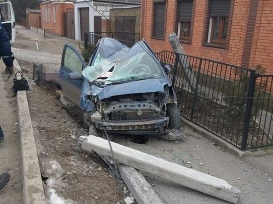 В Таганроге водитель иномарки погиб, врезавшись в опору ЛЭП