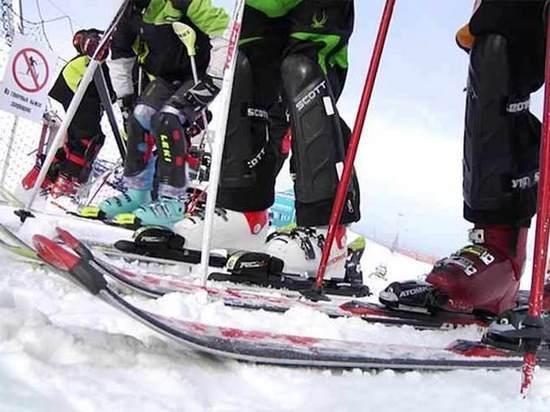 Конфликт на горнолыжном склоне: юный спортсмен пытался проткнуть глаз оппоненту