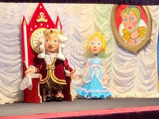 В Евпатории отмечают день рождения Театра марионеток