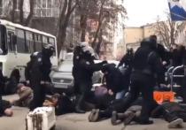 Аваков извинилсяза полицейского, крикнувшего радикалам