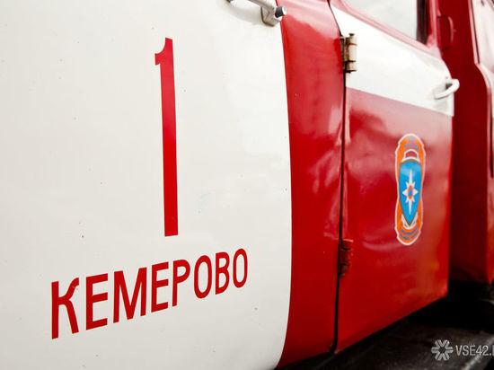 Легковушка выгорела в Кемерове
