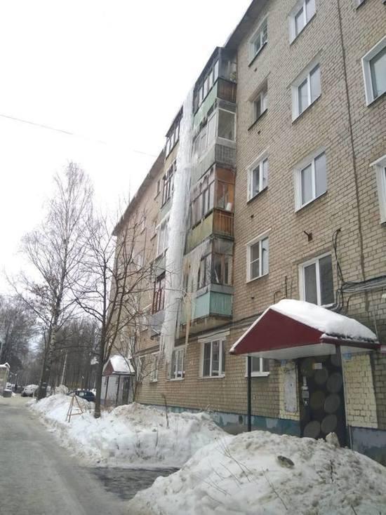 Ярославские коммунальщики вырастили Царь-сосульку в 5 этажей