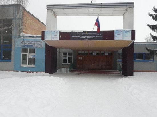 В курской школе среди зимы протекла крыша