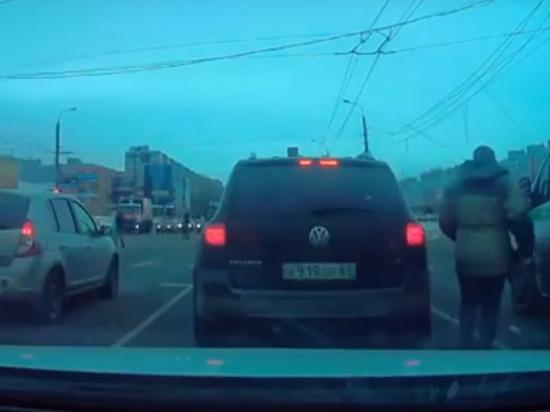 В Твери водитель наказал грязнулю-маршрутчика