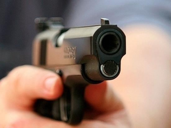 Ульяновец открыл стрельбу из травмата по машине такси