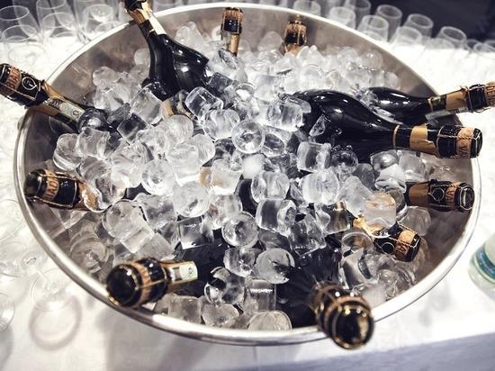 В Котельниче будут судить дебошира, разбившего восемь бутылок шампанского