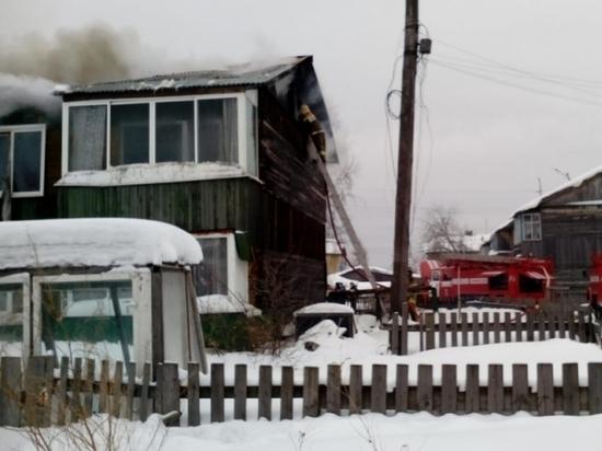 Неменее 20 человек эвакуировали изгорящего дома вСвердловской области