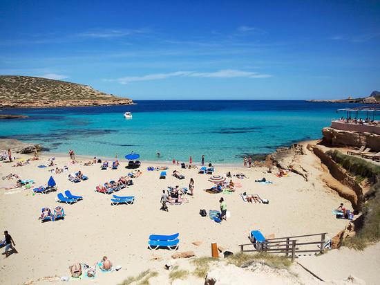 Крымские пляжи начинают готовить к курортному сезону