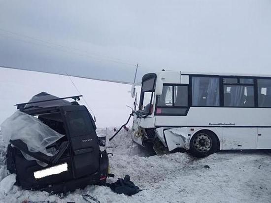 В аварии с автобусом на курганской трассе погиб ребенок