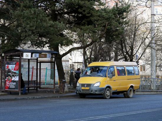 Водитель маршрутки в Ставрополе уволен за мусор на остановке