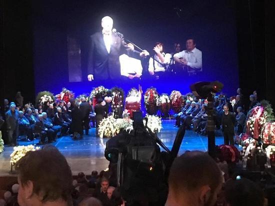 В ходе прощания с Юрским актер Стеблов потерял сознание