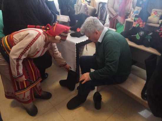 Мэр Саранска утеплился на выставке-продаже «Валенки мордовские»