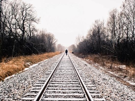 Молодой житель Новоорска попал под поезд
