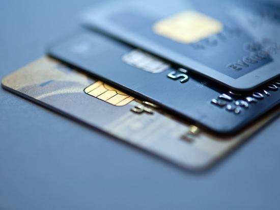 Брянец снял деньги с забытой в банкомате карты