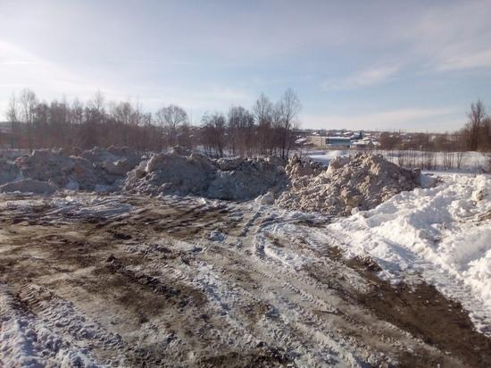 В Ульяновской области грязный снег складировали около реки Сызранка