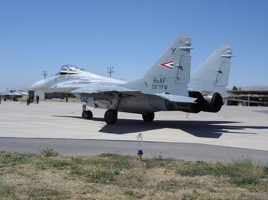 Венгрия распродает по дешевке все свои МиГ-29