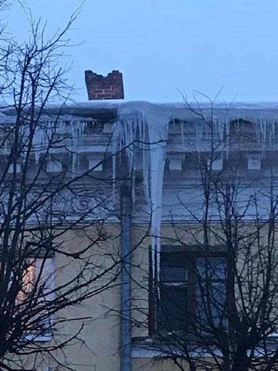 Ярославцы бьют тревогу: над улицей Советской нависает сосулька-убийца
