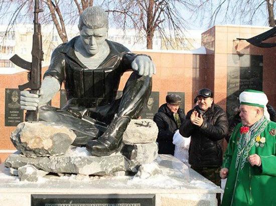 «Сделал пьяный дядя Вася»: жителей Салавата возмутил памятник воинам-интернационалистам