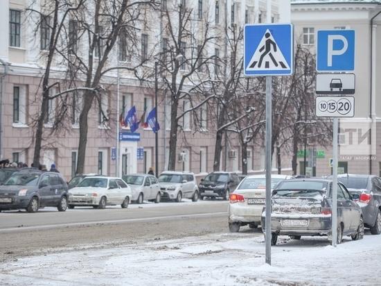 Мэр Казани выступает против парковки машин без номеров
