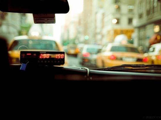 В Улан-Удэ пассажир угнал такси, пока водитель заходил на заправку