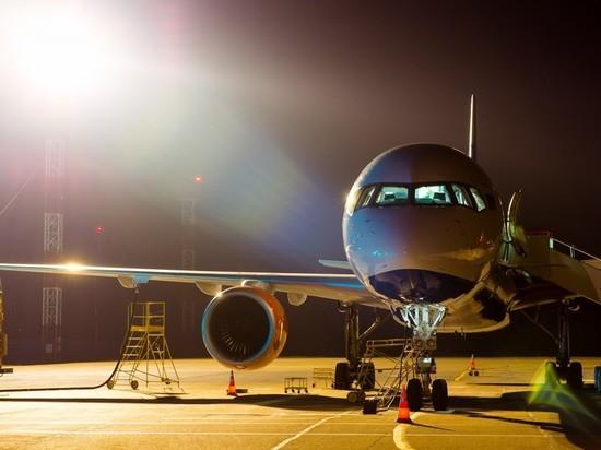 Шесть человек упали с трапа при выходе из самолета в Барнауле