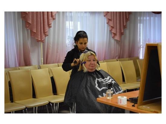 В Серпухове проходит акция «День красоты» для пожилых людей