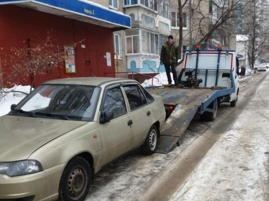 В Липецке машины автохамов начали увозить на штрафстоянку